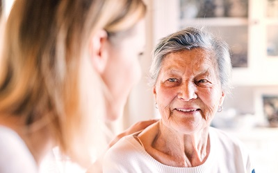 Соцпомощь на дому для пожилых людей